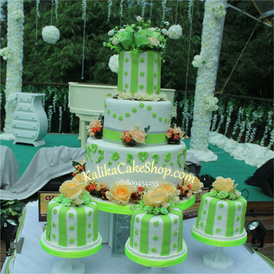 Wedding Cake Green 2